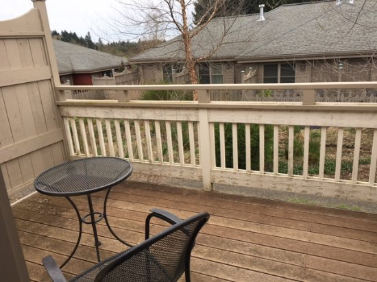Silverton, OR: Back deck. (wonder if any have a garden or forrest view?