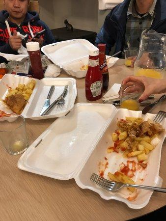 Ings, UK: 这家店一定要住,老板老爷爷和老奶奶的招待会让你体验到什么是宾至如归。买个炸鱼薯条外卖没有叉子,老爷爷给我们不仅拿了叉子和刀,还拿了番茄酱和醋。还送我们果汁喝。饭后还不让我们收拾餐具。此外,酒店