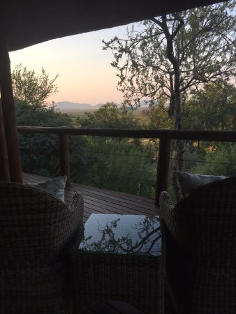 Impodimo Game Lodge : Deck/view