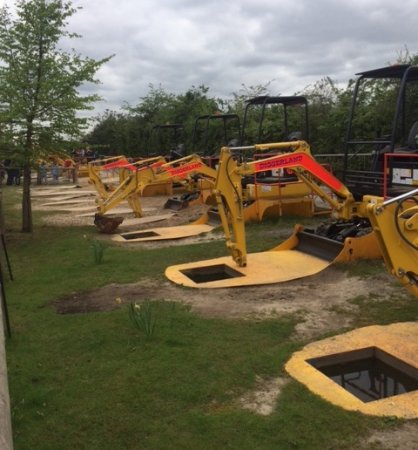 Strood, UK: ALL these diggers were out of service - PITY