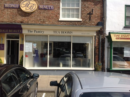 Bedale, UK: Front Entrance