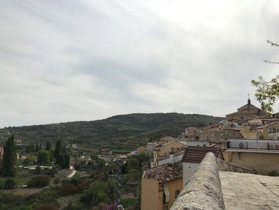 Pastrana, İspanya: Vistas a La Colegiata desde la Plaza de la Hora.