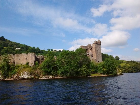 Loch Ness Cruises: Blick auf Urquhart Castle