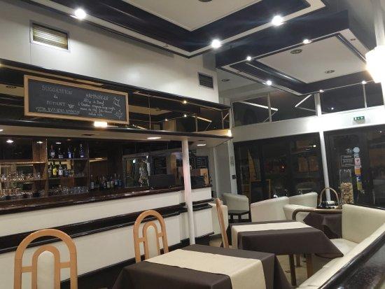 Le grand comptoir du cours restaurant et brasserie saintes restaurant avis num ro de - Horaires grand comptoir suresnes ...