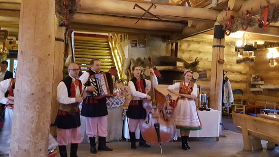 Cottage Style Evening with Folk Show and Traditional Feast