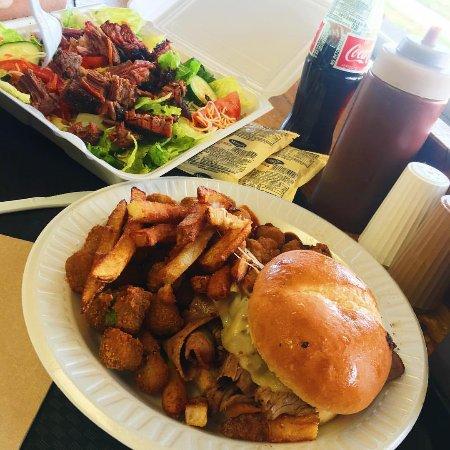 Buckingham Smokehouse Bar B Q: Now that's a lunch!