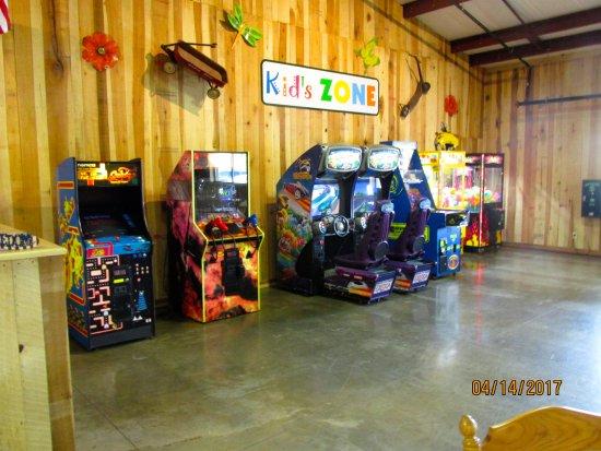 ดิกสัน, เทนเนสซี: Game area