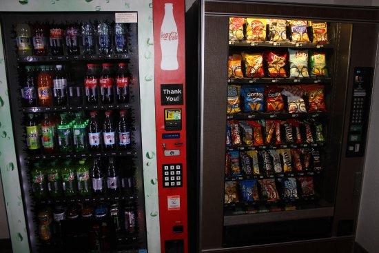 Americas Best Value Inn Grand Forks: Vending area
