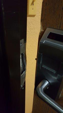 Quality Inn & Suites Detroit Metro Airport: Door lock jimmied