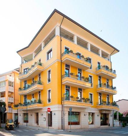 Hotel villa venezia updated 2017 reviews price for Hotel meuble villa patrizia grado