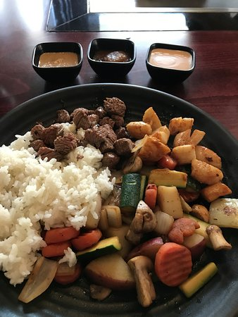 Tualatin, OR: Steak and Scallops, veggies, rice, and three sauces