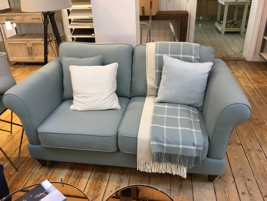 Foxford Woollen Mills Visitor Centre: Lovely comfortable/fashionable furniture