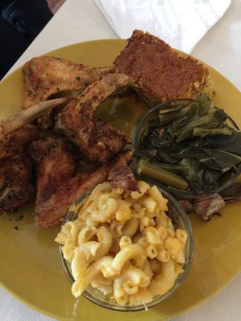 Midlothian, VA: Chicken Wing Dinner with macaroni and cheese and collard greens