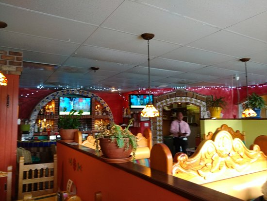 Meridian, ID: Serve Eddy coming from the kitchen to the right of the bar.