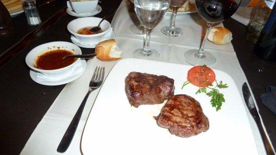 Los Robles Restaurant Parrilla: Filetto di manzo con salse