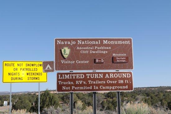 Tonalea, AZ : Navajo National Monument sign