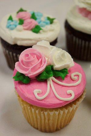 Goleta, CA: Customized rose cupcakes