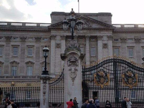 Fonte em frente ao palácio picture of buckingham palace