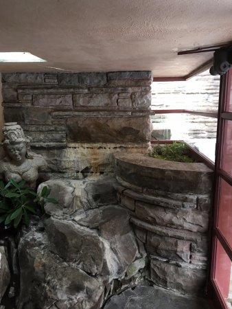 Mill Run, Pensilvanya: Interior waterfall