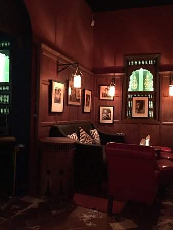 El Morocco Club: Back room in the Lounge! Nice seating!