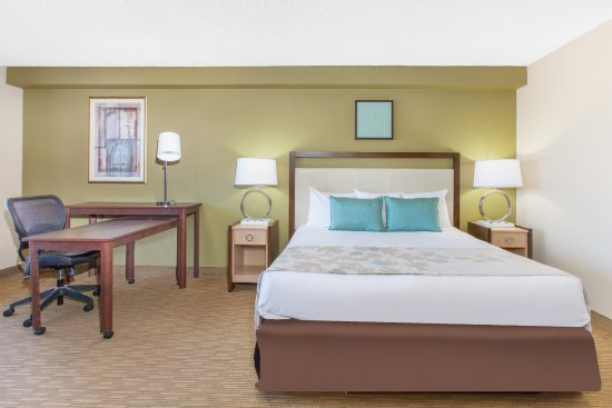 Midwest City, OK: King Bed Executive Suite.