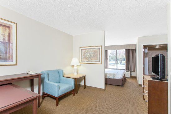 Midwest City, OK: Newly renovated King Suite.