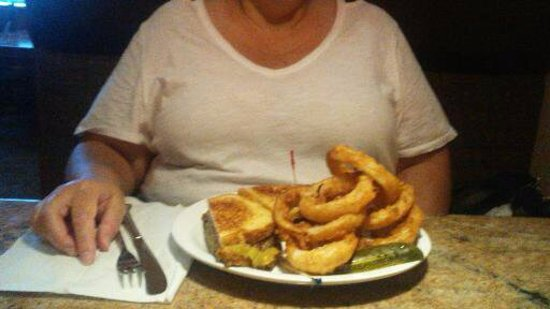 Juicy's The Place with the Great Food: Green Chili burger and onion rings