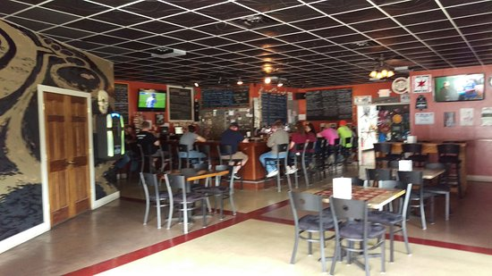 Rock Island, IL: bar area