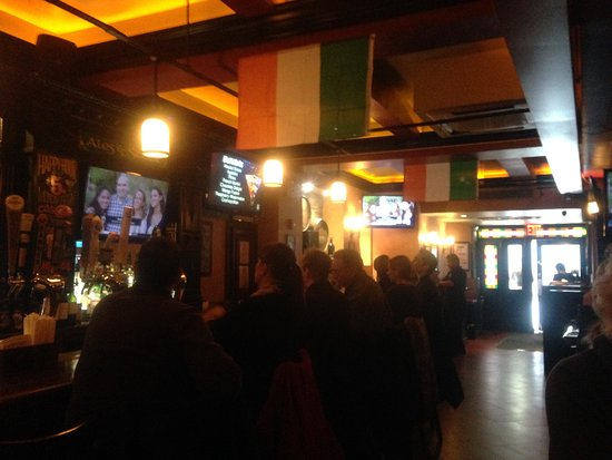 O'Donoghue's Pub and Restaurant: Interior pic of Pes & Pints...