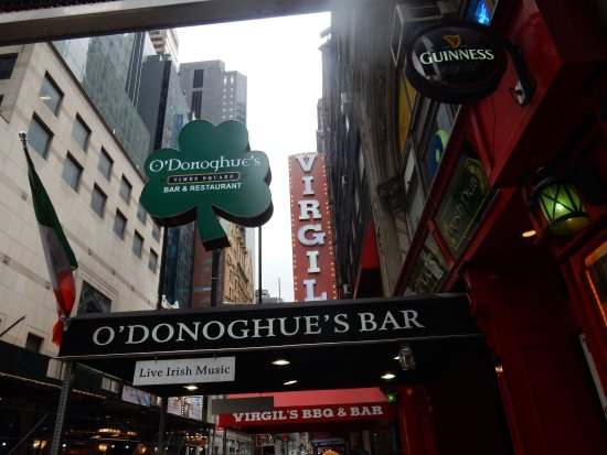 O'Donoghue's Pub and Restaurant: Outside signage