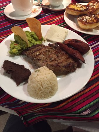 Hotel Posada de Don Rodrigo Panajachel: Comida en Posada de Don Rodrigo