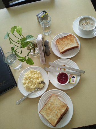 Hotel Shikha: Ala carte breakfast