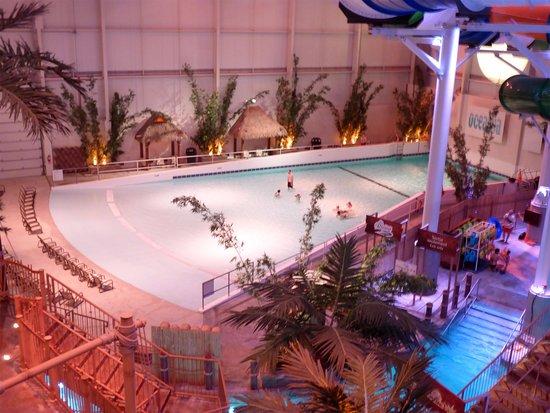 La piscine a vagues picture of bora parc valcartier for La piscine review