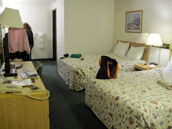 Anacortes Inn: two queen beds, firm but comfortable