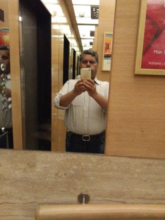 The Metropolitan Hotel & Spa New Delhi: IMG_20170415_084536_large.jpg