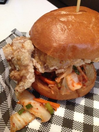 Bankstown, Avustralya: Korean Chicken Burger with Kimchi and Sriracha Chilli Sauce