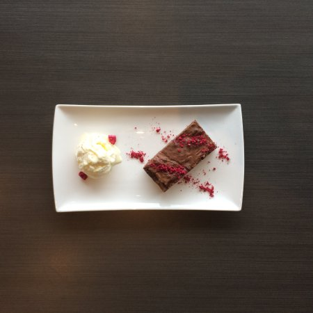 Hobsonville, Nowa Zelandia: Chocolate brownie with vanilla ice-cream