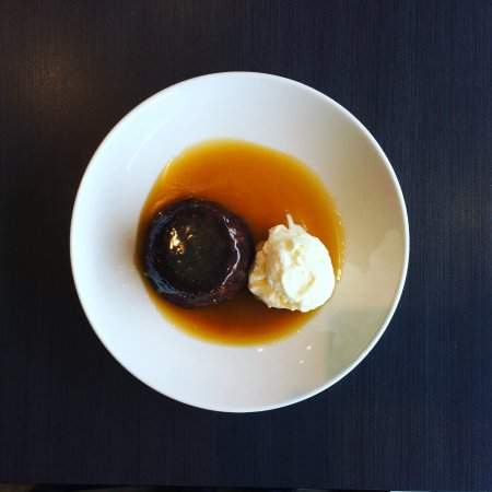 Hobsonville, New Zealand: Warm date pudding with ice-cream