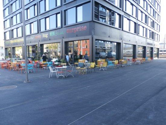 Restaurant sidewalk seating picture of cinchona bar for Herman s wohnzimmer 8004 zurich