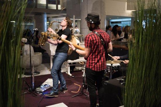 Fairmont Pacific Rim: Live music in the bar