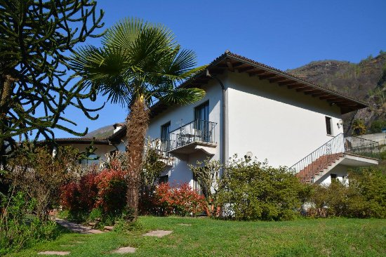Tegna, สวิตเซอร์แลนด์: Le magnifique jardin