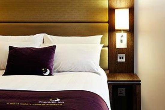 Premier Inn Dundee West Hotel Photo