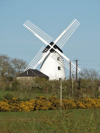 Llanddeusant, UK: Llynon Mill from the west