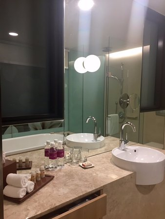 Bathroom sink picture of crowne plaza changi airport for Bathroom sink singapore