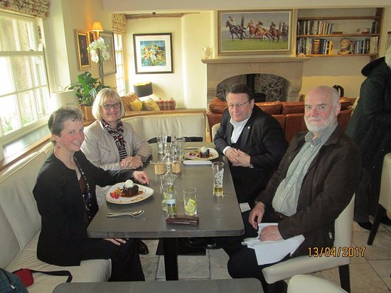 Dolphinholme, UK: Dr. Paul Rübig MEP and wife Maria entertained by Lancaster Languages.