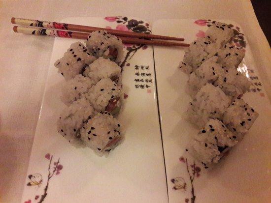 Uramaki e bacchette picture of asaka sushi restaurant for Asaka japanese cuisine