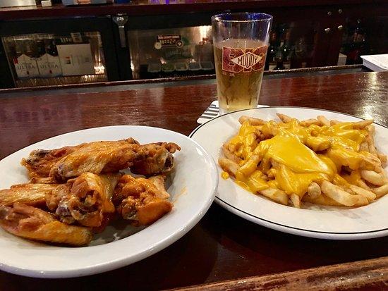 High Ridge, MO: Happy hour in the bar