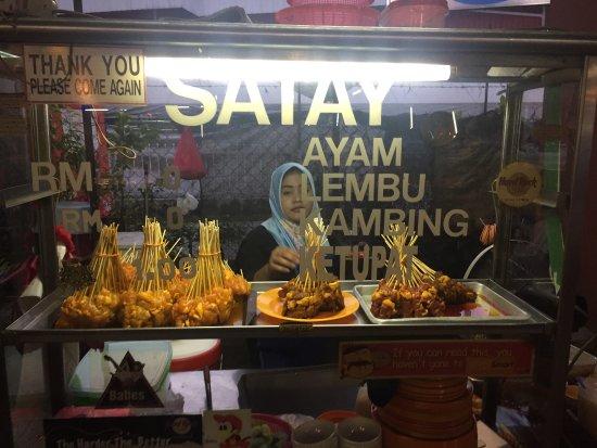 Suzi's Corner : 나중에보니 맥주값 바가지나 씌우고 숙소앞이라 가볍게 갔다왔다 말레이시아 식당에대한 신뢰가 사라졌네요....사떼말곤 고기질도 최악!!