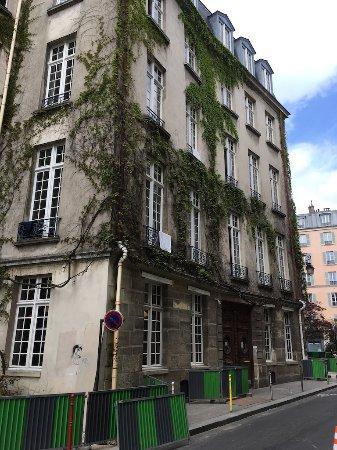 Auberge de Jeunesse MIJE  Fauconnier: Front of Hostel
