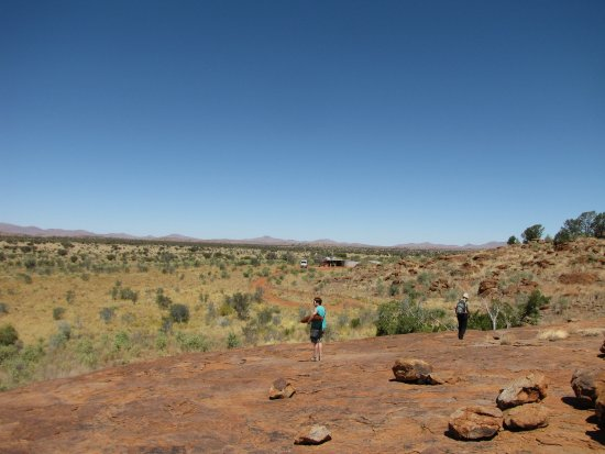 Yulara, Avustralya: Part of the view from Cave Hill.